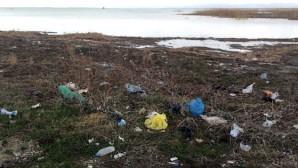 Sahilde Görünen Çöpler İnsanın İçini Acıtıyor